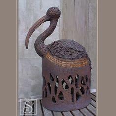 Light Clay, Hand Built Pottery, Bird Sculpture, Pottery Ideas, Mosaic Art, Yard Art, Ceramic Art, Concrete, Birds