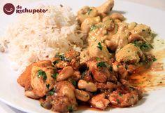 Receta exótica de pollo de curry, acompañado por arroz basmati muy aromático. Un plato muy famoso en todo Asia, Reino Unido y el Caribe. Preparación paso a paso.