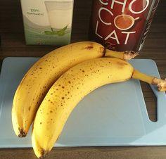 Op zoek naar een lekkere en eenvoudige ontbijt smoothie? Deze met banaan, cacao en sojamelk is dan zeker het proberen waard!      Vegan Smoothie   Deze smoothie past perfect bij
