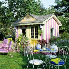 A she-shed that would make a great play house for a little girl | Living the Country Life