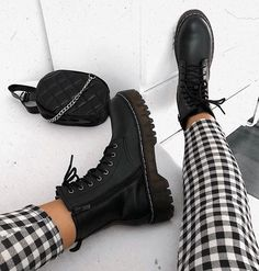 Trendy Fall shoes 2019 Source by lustandlettuce shoes black Shoes Boots Combat, Combat Boot Outfits, Combat Boots Style, Black Ankle Boots, Shoe Boots, Women's Shoes, Biker Boots Outfit, Platform Boots Outfit, Cute Shoes Boots