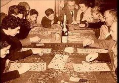 Although similar to Tombola uses a system of numbers and images that are uniquely and regionally Italian. Old Images, Old Photos, Ragusa Sicily, Vintage Italian, Photo Archive, Bingo, Vintage World Maps, Nostalgia, Culture