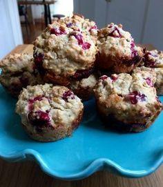 Probablement les meilleurs muffins de la vie. Ingrédients (pour 12 muffins): Secs 1 /2 tasse de farine tout usage 1 tasse d'avoine à cuisson rapide 1/2 tasse de poudre d'amande 1/4 tass… Easy Desserts, Delicious Desserts, Granola Cookies, Confort Food, Desserts With Biscuits, Breakfast Muffins, Morning Breakfast, Healthy Muffins, My Best Recipe