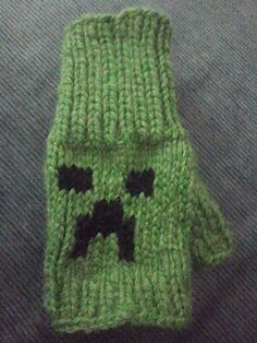 Knitted creeper mitts