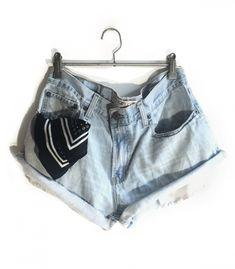 Short Levi's W30  #brandleyvintage #vintageclothing #clothes #tshirt #jeans #levis #shoponline  #outfit #fashion #vintage #conmuchorollo Fashion Vintage, Vintage Outfits, Levi Shorts, Levis, Casual Shorts, T Shirt, Clothes, Women, Supreme T Shirt