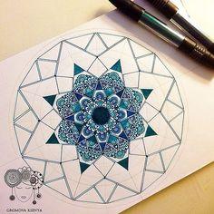 #Daily__Art #мандала #графика #орнамент #узор #graphic #art #холст #TRIA #mandala #ornament #pattern #drawing #рисунок #zentangle #зентангл #sketchbook #sketch #paint #instagood #drawing #artwork #tattooart #tattoo #henna #fabercastell | par Gromova_Ksenya