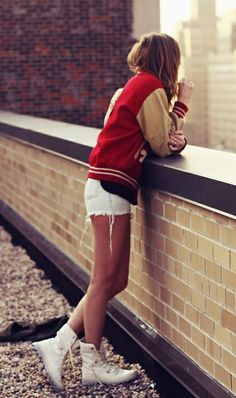 To save high school memories is to get the classic letterman jacket :) Sport Fashion, I Love Fashion, Fitness Fashion, Passion For Fashion, Autumn Fashion, Sporty Girls, Sporty Outfits, Sporty Style, Cute Outfits