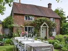 Lovely cottage. Not keen on lattice windows though. Too dark.