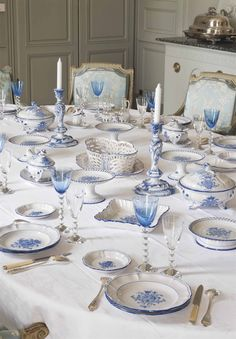 An extensive French faience dinner service, 2nd half of the 19th century #laviedechateau