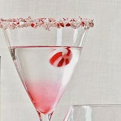 A Christmas Cocktail - 20 Days of Coastal Holiday Ideas. #Cocktails #Holiday #Entertaining