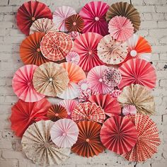 Gorgeous Scrapbook Art For Decorating Your Boring Home Wall diy projects The scrapbook paper is incredible because it is relatively inexpensive. It is easy to work with and can transform anything in your home. Using pretty . Chinese New Year Decorations, New Years Decorations, Paper Decorations, Diy Flowers, Paper Flowers, Pinterest Foto, Diy Pinwheel, Diy Photo Backdrop, Paper Rosettes