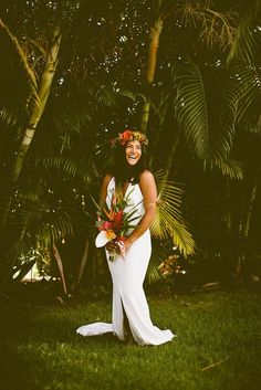 Are you thinking about having your wedding by the beach? Are you wondering the best beach wedding flowers to celebrate your union? Here are some of the best ideas for beach wedding flowers you should consider. Tropical Wedding Dresses, Cheap Wedding Flowers, Flower Crown Wedding, Tropical Weddings, Hawaiian Wedding Flowers, Beach Wedding Reception, Hawaii Wedding, Wedding Bride, Elegant Wedding