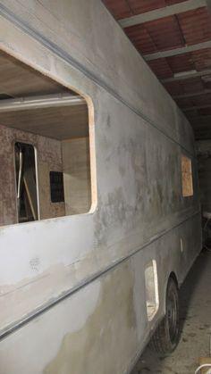 La caravana en el cascarón literalmente. ¿Cómo quedará, cómo quedará?