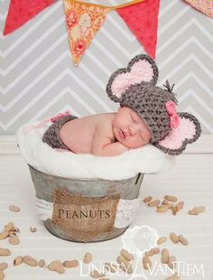This adorable Elephant hat and matching diaper cover is the perfect accessory for your little girl to wear or for her newborn photos.    This can