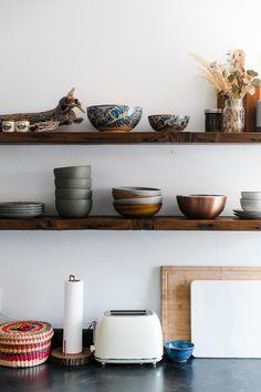 Dark Green Living Room, Dark Green Rooms, Dark Living Rooms, Southwest Kitchen, Southwestern Home, Wooden Shelves Kitchen, Painted Bookshelves, Bright Kitchens, Moab Utah