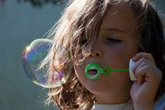 MAKE YOUR OWN BUBBLES: On our list of timeless summer traditions that never go out of style: sidewalk chalk art, jump rope, and blowing bubbles. This summer entertain your kids and teach them about the science of bubbles. We found a great bubble recipe,… Homemade Bubble Solution, Homemade Bubbles, Rainy Day Activities For Kids, Toddler Activities, Science Activities, Diy For Kids, Crafts For Kids, Kids Fun, Big Kids