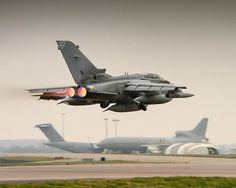 A Tornado on route from RAF Brize Norton to Nevada, USA to participate in exercise Red Flag. Military Jets, Military Aircraft, Air Fighter, Fighter Jets, Me262, British Armed Forces, Aircraft Pictures, Jet Plane, Royal Air Force