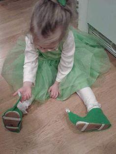 DIY elf shoes 14 felt shoe covers, elf version, but could modify for fairy shoe coverings!