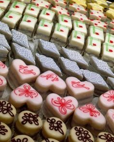 Petit fours -- tiny, iced cakes -- add a special touch to tea parties and showers and will fool guests into thinking you splurged on treats from a fancy bakery. The cakes are covered in poured fondant icing, which keeps them from drying out until eaten. Tea Cakes, Mini Cakes, Cupcake Cakes, Baking Business, Cake Business, French Desserts, Mini Desserts, Mini Pastries, Dessert Tray
