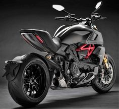 The 2019 Ducati Diavel 1260 has been launched in the Indian market at a starting price tag of INR lakh (ex-showroom). The cruiser motorcycle was. Ducati Logo, Ducati 999, Triumph Motorcycles, Vintage Motorcycles, Womens Motorcycle Helmets, Racing Helmets, Cruiser Motorcycle, Motorcycle Girls, Diavel Ducati