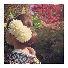 急遽、和装前撮りをGWにすることになりました * 急にきまったので、 小物とか全然準備できなーい * 髪型はこちらに決定 * 下シニヨンでつるんてしてるのがいい☺️ * 髪型はこういうときは、ぴっちりしたい派です笑 * 無造作とか似合わない #プレ花嫁#wedding#和装前撮り#5to7#ニューグランド#newgrand