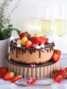 Ihana Mansikka-Suklaajuustokakku (liivatteeton) Most Delicious Recipe, Delicious Cake Recipes, Yummy Food, Cute Cakes, Yummy Cakes, Cake Fillings, Easy Baking Recipes, Frosting Recipes, Vegan Desserts