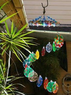 Melted beads windchimes with pony beads Melted Bead Crafts, Pony Bead Crafts, Plastic Bead Crafts, Plastic Beads, Crafts To Make, Fun Crafts, Crafts For Kids, Melted Pony Beads, Sun Catchers