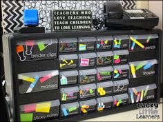 Classroom decorating ideas that will inspire you to mapke the perfect layout, bulletin boards, word walls, and classroom library for your classroom. 4th Grade Classroom, Classroom Setup, Classroom Design, Kindergarten Classroom, Future Classroom, Classroom Libraries, Decorating Ideas For Classroom, Classroom Organisation Primary, Calm Classroom