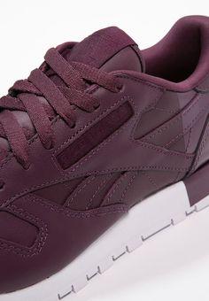 Mit diesem Sneaker bist du top gestylt.  Reebok Classic CLASSIC  - Sneaker low - maroon/white/coral für 79,95 € (11.04.17) versandkostenfrei bei Zalando bestellen.