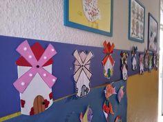 Todo el cole estamos preparando actividades y decoración sobre el tema de Don Quijote con motivo del día del libro.   En la puerta de 4 año...