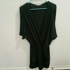Soft Medium Lush Green Loose Dress Top 3/4 Sleeve Sleek, soft, lovely green size medium mini dress top from Lush. 3/4 sleeves, excellent used conditon, and perfect for nearly any occasion! ***All purchases come with a free gift! Lush Dresses Mini