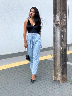 Inspiração tumblr All Jeans, Ideias Fashion, Tumblr, Womens Fashion, Mom Jeans, Style, Women's Fashion, Woman Fashion, Tumbler