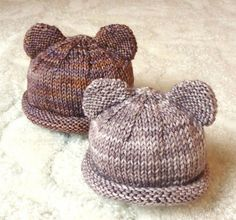 "A pair of hats for my tiny little bear cubs :0) This free pattern is now available on Ravelry. Small (for 11"" head) ~ 9"" circumference, 4"" height Large (for 12.5"" head) ~ 10.25"" circu..."