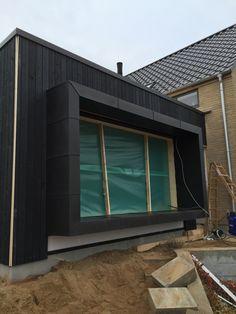 Kasse omkring vindue med zinkbeklædning i sort antra fra vm