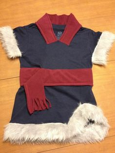 kristoff costume - good way of adding fleece to the collar and doing the sash.