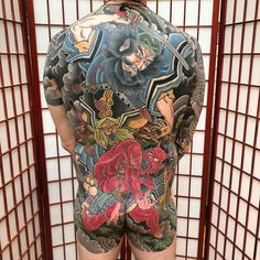 A comprehensive guide to back tattoos for men: styles, meanings, price range and photos. Small Back Tattoos, Small Wolf Tattoo, Back Tattoos For Guys, Full Body Tattoo, Body Art Tattoos, Girl Tattoos, Japanese Tattoo Art, Japanese Sleeve Tattoos, Raijin Tattoo