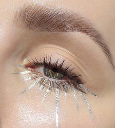 Pigment silver fog mixed with medium shine Glitter Eye Makeup, Eye Makeup Art, No Eyeliner Makeup, Glam Makeup, Makeup Inspo, Makeup Inspiration, Beauty Makeup, Beauty Kit, Vogue Makeup