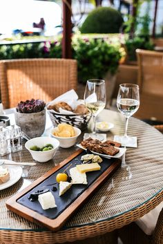 Who's ready for happy hour? Looking to recreate this epic cheese plate I had at a couple weeks ago. Lobby Bar, Couple Weeks, Zurich, Homemade Cakes, Tgif, Happy Hour, Table Settings, Plates, Snacks