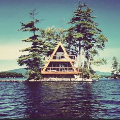 Amazing Tips to build your beautiful log cabin in the woods or next to a lake. A necessity to get away from our crazy crazy life. A Frame Cabin, A Frame House, Lake Cabins, Cabins And Cottages, Ideas De Cabina, Bungalow, Log Cabin Homes, Cabins In The Woods, Architecture
