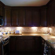 Gorgeous Kitchen Lighting Under Cabinet - Teraion Home Design Installing Under Cabinet Lighting, Under Cupboard Lighting, Under Counter Lighting, Kitchen Colors, Kitchen Design, Kitchen Interior, Kitchen Ideas, Light Kitchen Cabinets, Closet Lighting