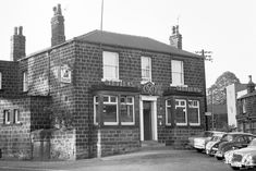 Three Horse Shoes in 1972 Leeds Pubs, Leeds City, Old Pictures, Old Photos, Welcome To Yorkshire, Leeds England, Industrial Architecture, Horse Shoes, West Yorkshire