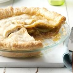 Charlotte's Green Tomato Pie Recipe -Green tomato pie makes an awesome conversation piece. I took it to a potluck and it was a delight to share. Green Tomato Pie, Green Tomato Recipes, Green Tomatoes, Growing Tomatoes, Pie Recipes, Cooking Recipes, Recipies, Cooking Ideas, Yummy Recipes
