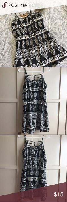 Tribal dress with cutout back Very comfortable and cute dress! Perfect to just throw on and run errands. You can also dress it up with the right accessories! Runs a bit small, more like medium-large. Perfect for oversize if you wear a med. Dresses Midi