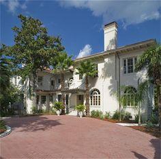 1 Longfellow Lane - Shadyside Houston - William Ward Watkin (Architect)  http://www.bizjournals.com/houston/resources/real-estate/home-of-the-day/gallery/7931/138161?iana=ha_hstn_hod