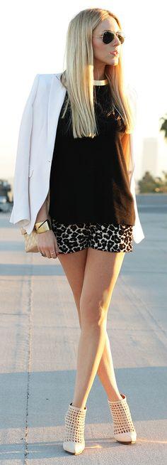 Blazer Rag & Bone, shirt Zara, shorts Forever 21, shoes Shea Marie X Schutz.