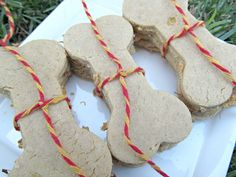 (gluten, wheat, dairy-free, vegan, vegetarian) pine-apple peanut butter dog treat/biscuit recipe (doggydessertchef.com)