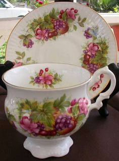 Vintage English Clare Bone China Tea Cup and Saucer Set! Vintage Dishes, Vintage Tea, Cup And Saucer Set, Tea Cup Saucer, Teapots And Cups, Teacups, Bone China Tea Cups, Cuppa Tea, Tea Service