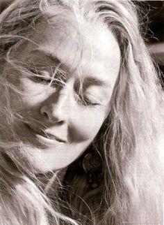 Meryl Streep, one of my favourite actresses. Meryl Streep, Grace Gummer, Pretty People, Beautiful People, Album Vintage, Kino Film, Katharine Hepburn, Portraits, Hollywood
