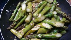 Das perfekte Grüner Spargel gebraten-Rezept mit Bild und einfacher Schritt-für-Schritt-Anleitung: - 1 Bund Grünen Spargel die holzigen Enden abschneiden  -… Asparagus, Food And Drink, Vegetables, Easy, Garlic Recipes, Delicious Dishes, Food Ideas, Easy Meals, Chef Recipes