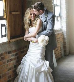 Cute idea for a formal, but fun photo of the bride and groom. Charlene, what do you think?